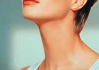 Упражнения для красивой шеи женщины