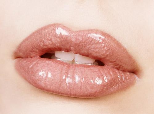 Как увеличить губы в домашних условиях: 3 главных секрета