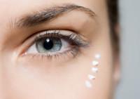 С чего же начать уход за кожей вокруг глаз