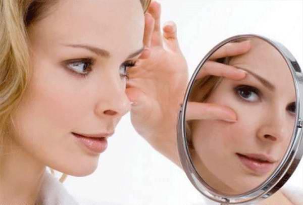 Уход за кожей вокруг глаз: советуют косметологи