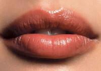 Как ухаживать за губами: увлажнение и питание