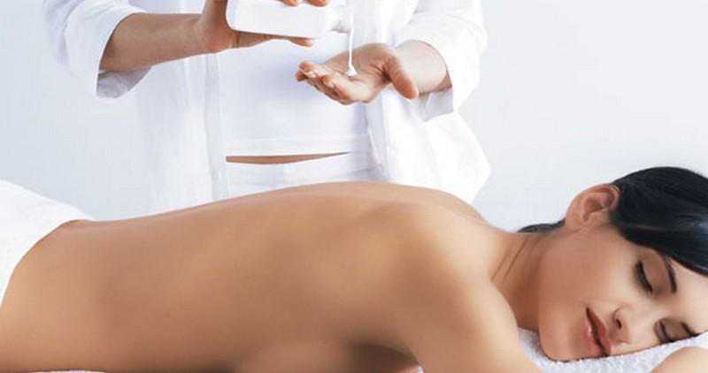 Как ухаживать за кожей шеи, спины, декольте и рук