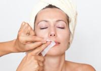 Как удалять нежелательные волосы на лице