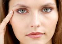 Убираем мешки под глазами: женские секреты красоты лица