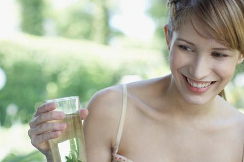 Как смыть лишние килограммы стаканом воды
