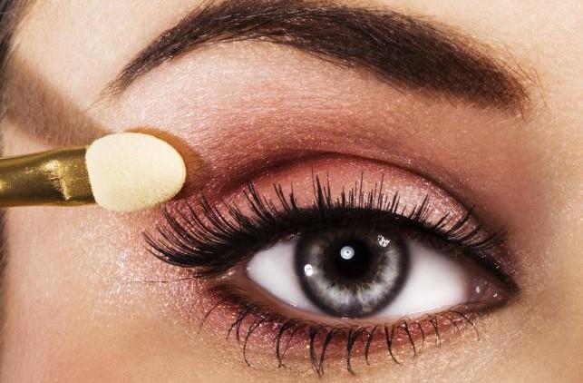 Секреты макияжа: наносим пудру