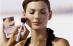 Как избежать аллергии на косметические средства