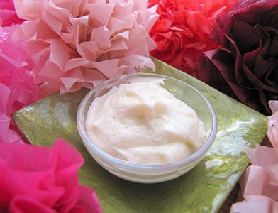 Чем полезны домашние кремы от морщин