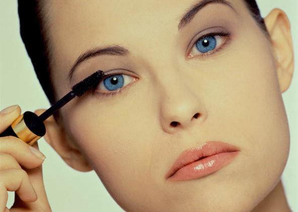 Возраст можно скрыть с помощью макияжа