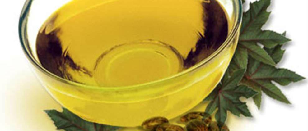 Касторовое масло поможет в уходе за ресницами