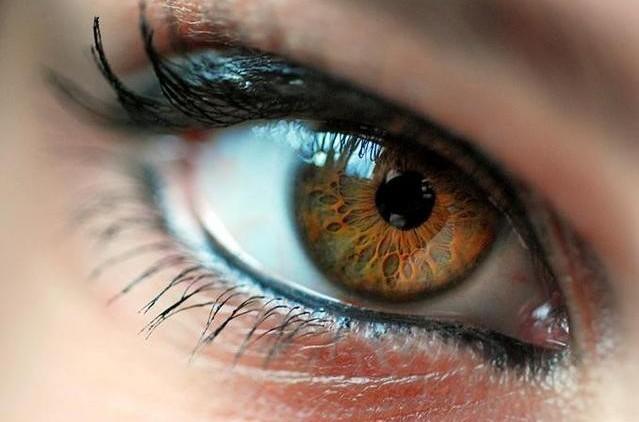 Карие глаза требуют особенного макияжа