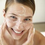Кислое молоко поможет очистить кожу
