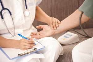 Боль при менструации приравняли к боли во время сердечного приступа