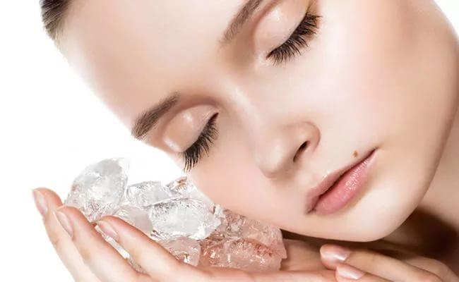 Массаж кожи лица льдом