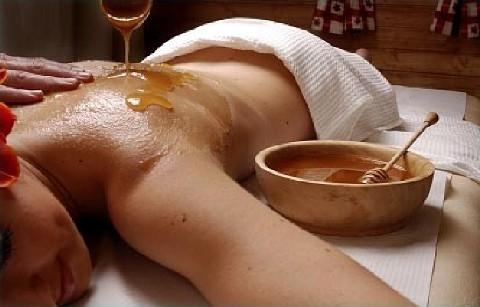 Медовый массаж лица подтянет кожу