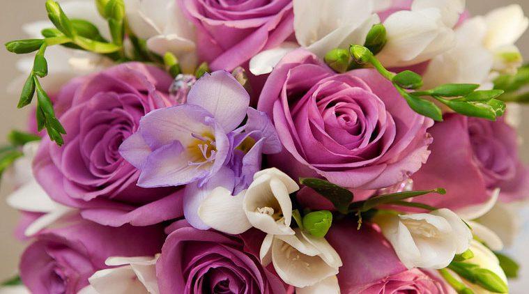 Цветочные подарки на любое торжество приедут с курьерсокй доставкой
