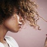 Красители и распрямители для волос повышают риск развития рака груди