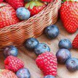 Врач: из ягод лучше сделать не варенье, а перетертую с сахаром витаминную смесь