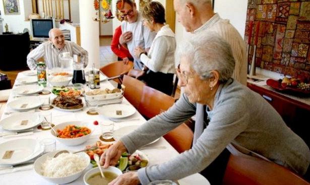 Диетологи назвали худший возраст для женщин и мужчин