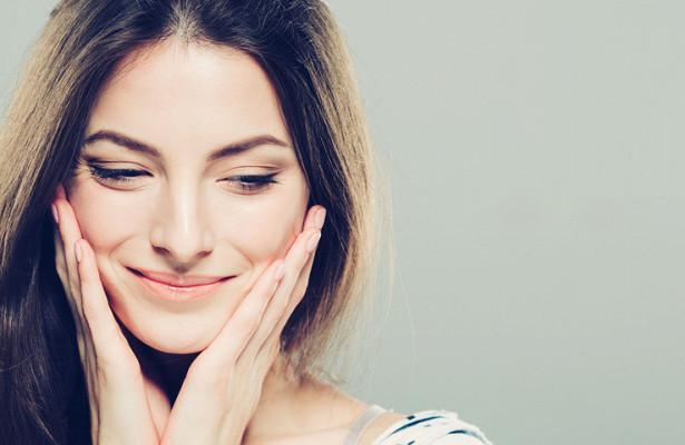 Прыщи, шелушение и отечность: как быстро привести в порядок кожу лица