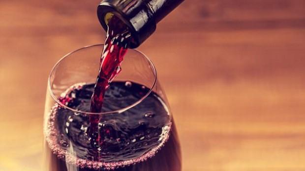 Пять бокалов вина в месяц помогут забеременеть