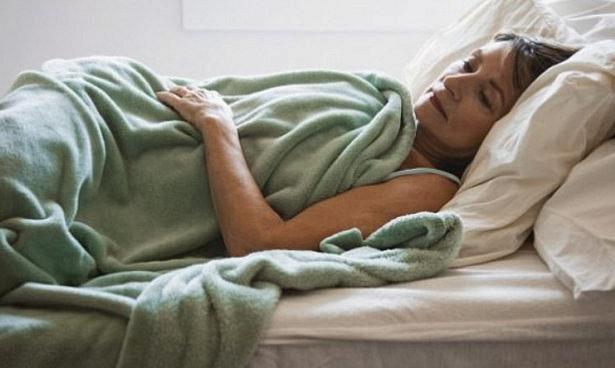 Привычка досыпать по выходным опасна для женщин
