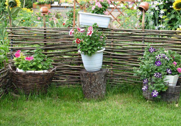 Как украсить свой сад самостоятельно?