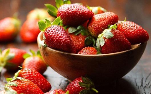 Полезные свойства клубники, использование ягоды в народной медицине и косметологии