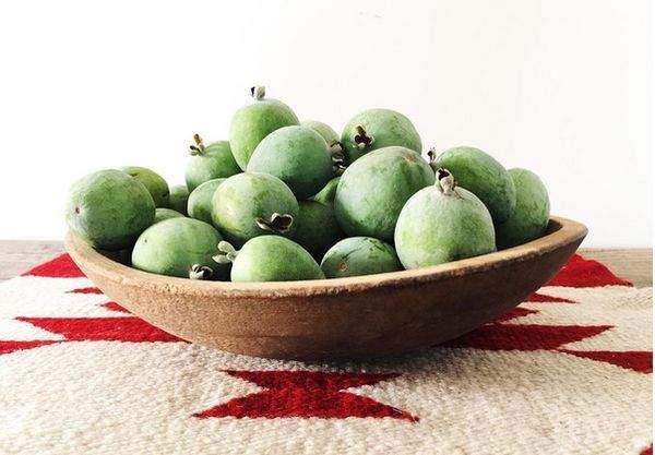 Этот фрукт особенно полезен для здоровья женщин