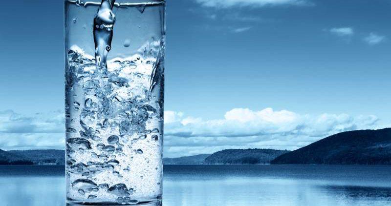 Медики объяснили, почему не стоит пить воду из кулера