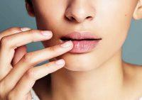 Сухая кожа и выпадение бровей: признаки, которые говорят о серьёзных проблемах со здоровьем