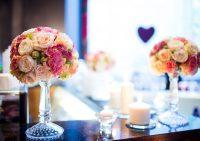 Живые цветы в интерьере: как выбрать букет для гостиной