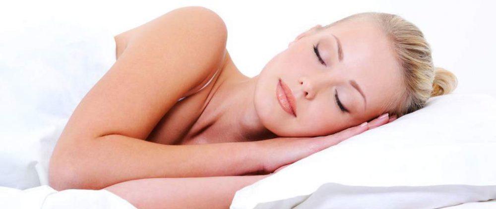 Спим и худеем: список продуктов, которые сжигают жир во время сна