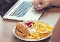 Врач-диетолог Екатерина Бурляева назвала продукты, которые портят и улучшают зрение