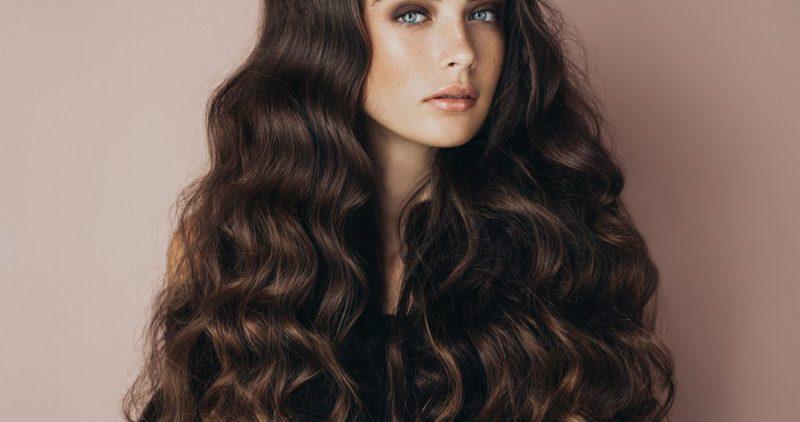 Маски из лука, чеснока, касторового масла помогают для роста волос