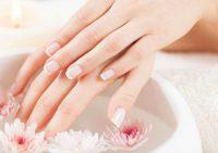 Врачи назвали причины ломкости ногтей и методы их лечения
