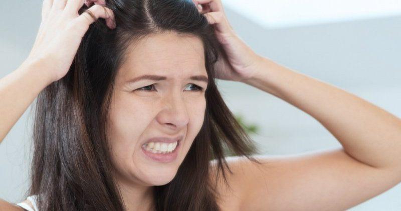 Чешется голова: в чём причина зуда и нужно ли обращаться к врачу?