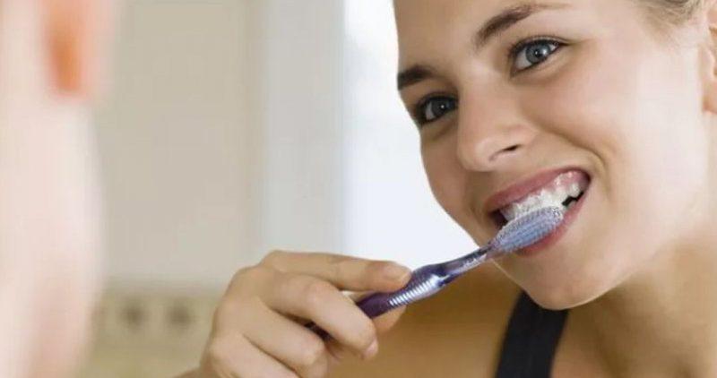 Зубные пасты с углем и содой способны довести до кариеса