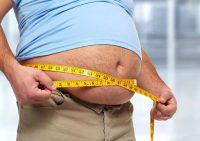 Ученые выяснили, чем грозит 1кг жира на животе мужчинам и женщинам