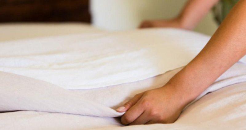 О частоте стирки постельного белья рассказали специалисты