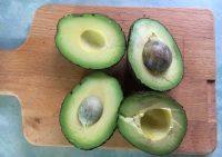 Авокадо защищает от жира на животе и боках