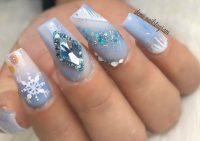 Главным новогодним трендом в маникюре стали «ледяные» ногти