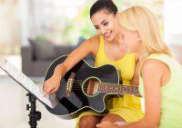 Петь и играть одновременно: советы начинающим