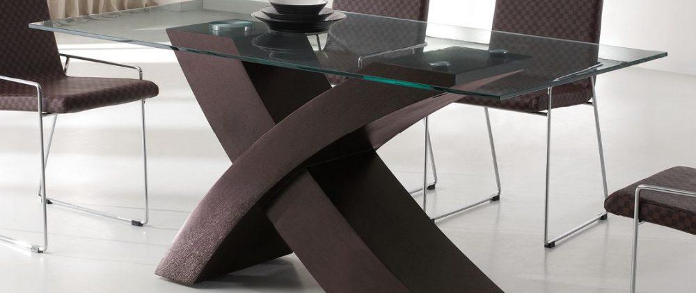 Преимущества столов со стеклянной столешницей