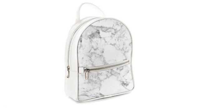 Мраморный рюкзак – модный тренд наступившего сезона