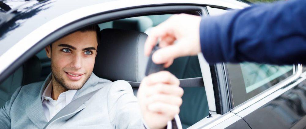 Преимущества аренды автомобиля, нюансы услуги для девушек