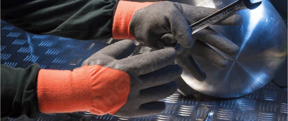 Перчатки не только греют руки зимой