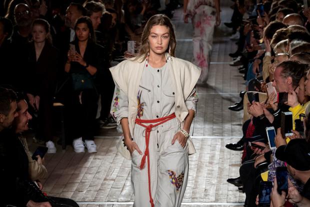 Веревка вместо пояса: как носить самый странный тренд сезона