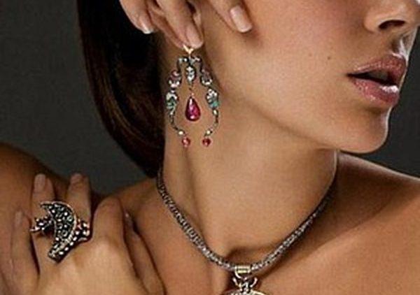 Серебряная мода: об украшениях и одежде