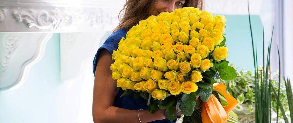 Услуга доставки цветов в Москве
